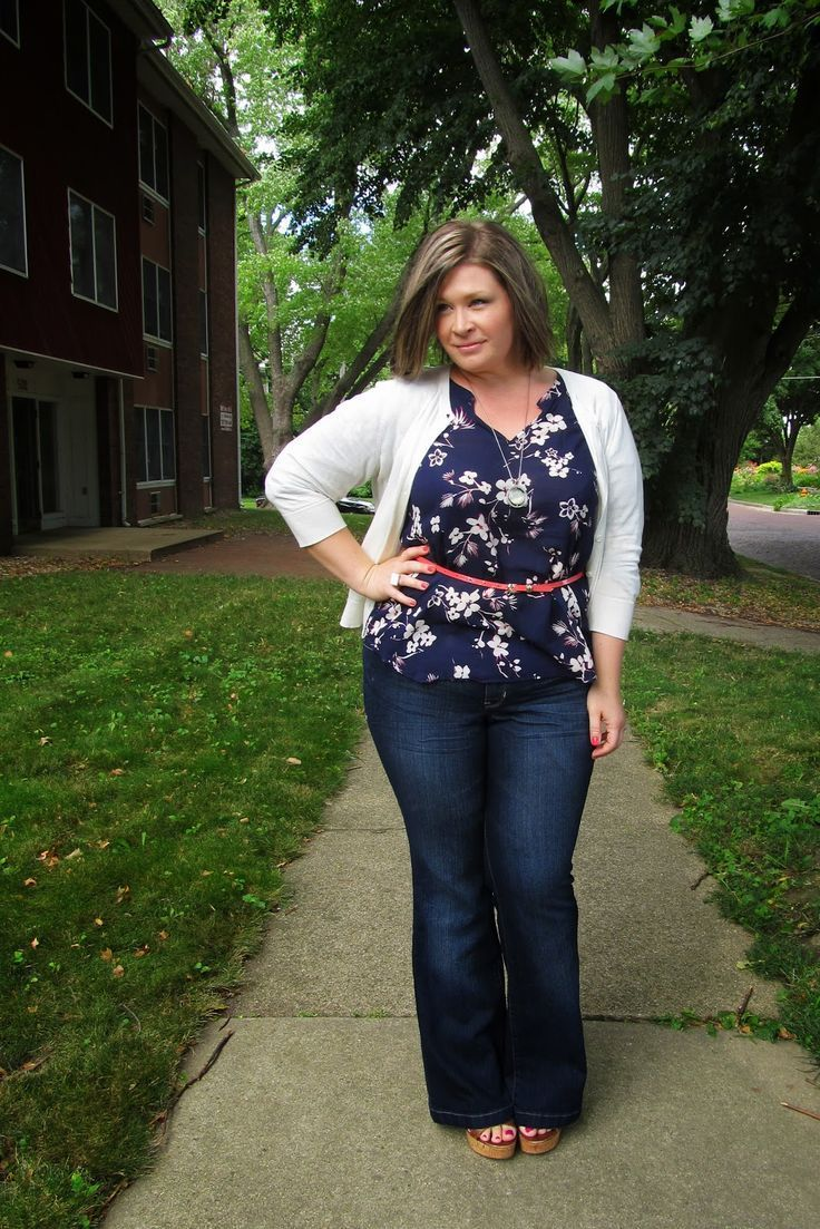 A fabulous look for a triangle body shape. The white cardi and floral blouse draw the eye to your smaller top while the dark wash bootcut jeans de-emphasize and balance your bottom. Via Surely Sonsi. Find out your body shape and what flatters your figure most while helping women in need at Styletruist.com!
