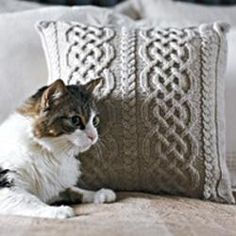 How to knit an Aran pillow with a Celtic design