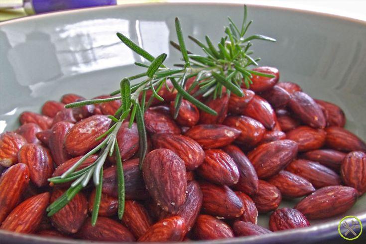 Noten zijn heel gezond: één van de gezondste noten zijn amandelen rijk aan vitamines en mineralen die broodnodig zijn voor hart, hersenen en spijsvertering.