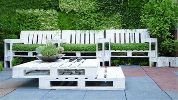 Möbel aus Europaletten weiß gestapelt couchtisch