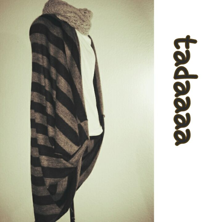 DIY cocoon cardigan- Not in English, but very easy to follow pictures, and super simple sewing.