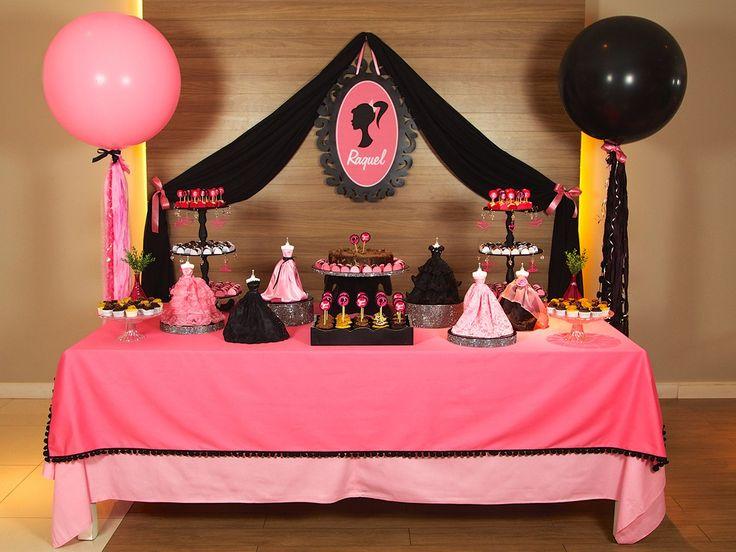 Balões Gigantes enfeitando decoração de Festa Barbie Festeirice