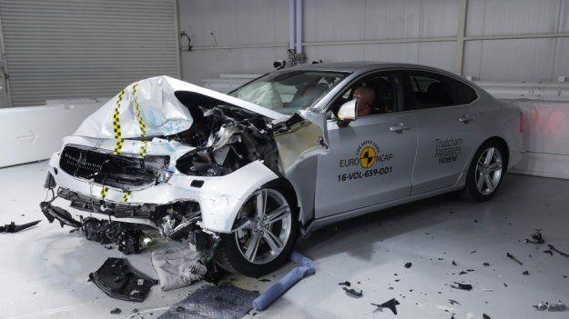 Trzy najbezpieczniejsze samochody według @EuroNCAP to #Volvo, słaby wynik #Ford #Mustang https://www.moj-samochod.pl/Testy-samochodow/Bezkonkurencyjne-Volvo-i-malo-bezpieczny-Mustang @VolvoCarPoland #S90 #V90