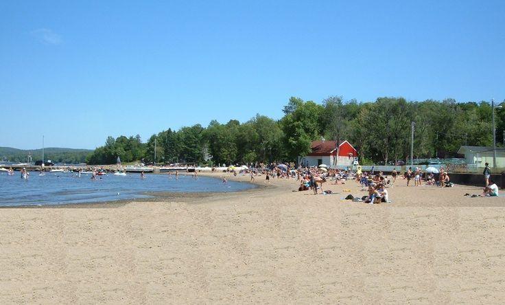 Une plage, un lac, qui dit mieux pendant la saison chaude? Le lac, de 10 km2, est l'un des meilleurs lacs du Québec pour la pratique des sports nautiques. Vous