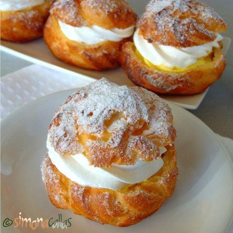 Choux a la creme Simplă, fără alte ornamente, doar pudrată cu zahăr, această prăjitură e, pe cât de gustoasă, pe atât de elegantă.