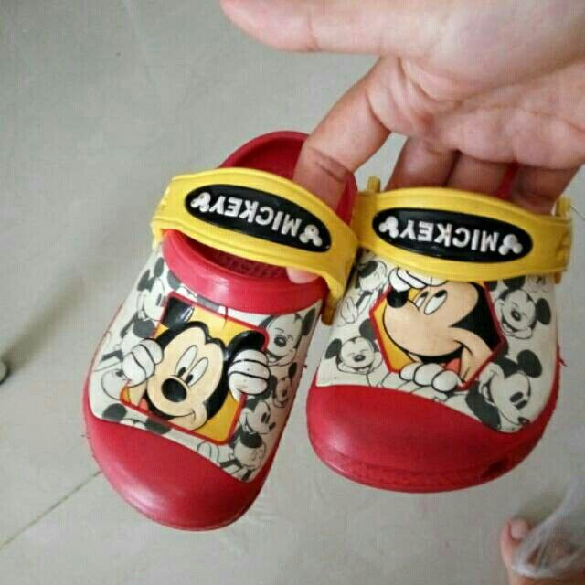 Saya menjual Sendal crocs mickey seharga Rp150.000. Dapatkan produk ini hanya di Shopee! https://shopee.co.id/racheleni/404299989 #ShopeeID