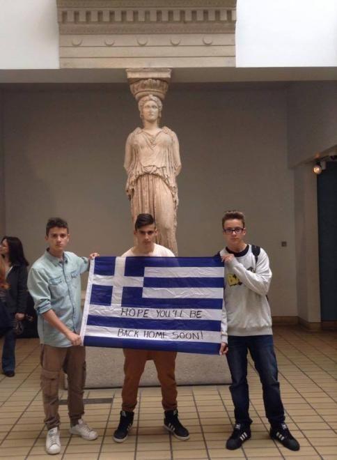 Μαθητές σήκωσαν ελληνική σημαία μέσα στο Βρετανικό Μουσείο (photos) | ΤΟ ΠΟΝΤΙΚΙ