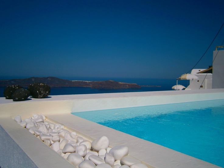 small pool in Imerovigli..