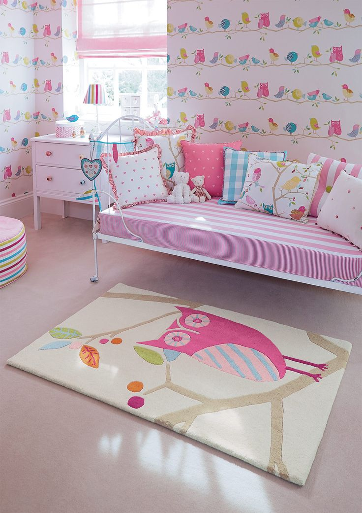 Owl kids rug in sweet pastel colours from Harlequin. | Prachtig wollen kinderkamer vloerkleed met uil in zachte pastel tinten. De Harlequin serie heeft ook bijpassende stoffen en behang.