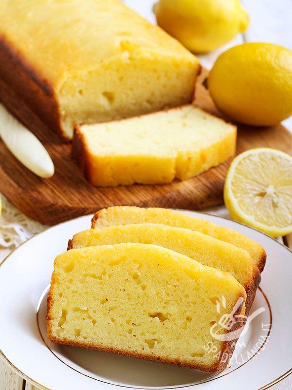 Lemon Yogurt Cake - La Lemon Cake allo yogurt è una sofficissima torta al limone di origine anglosassone. Una vera e propria torta della nonna, tutta da mordere!
