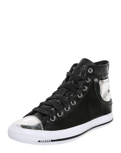 #DIESEL #Damen #Sneaker #Explosure #IV #silber Der Sneaker ´Explosure IV´ von Diesel präsentiert sich in cooler High Top Form aus echtem Leder. Specials sind die Kappe in Metall-Optik und das silberfarbene Logo-Patch als Jeans-Taschen Look an den Seiten. Nieten und Ziernähte machen den Jeans-Look an diesem stylischen Sneaker perfekt.