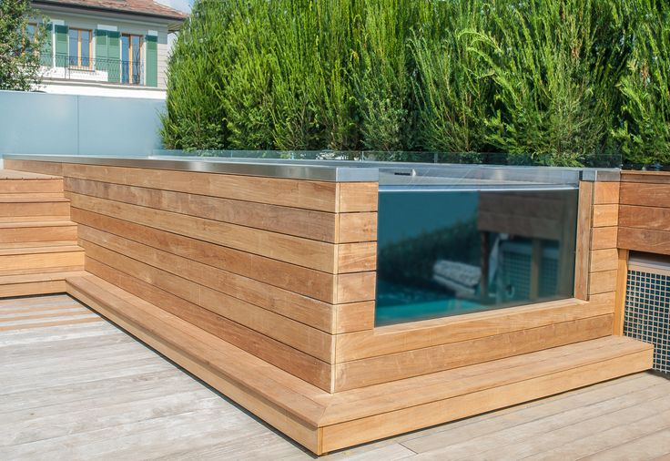 Stainless steel pool with skimmer and glazed wall