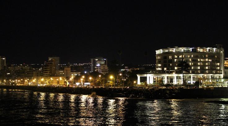 Costanera y Casino de Viña del Mar. Foto de Nadia Flores Martínez.