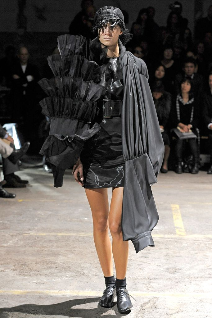 Comme des Garçons Spring 2011 Ready-to-Wear - Collection - Gallery - Style.com