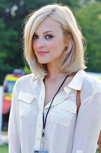 light blonde lob bob haircut