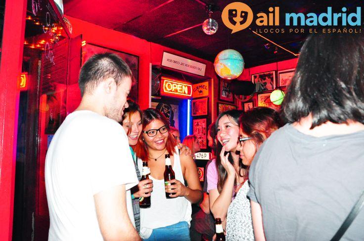 ¡Una #NocheDeCopas divertidísima en Madrid conociendo gente nueva! --- A super #fun Noche de #Copas in #Madrid meeting new people!