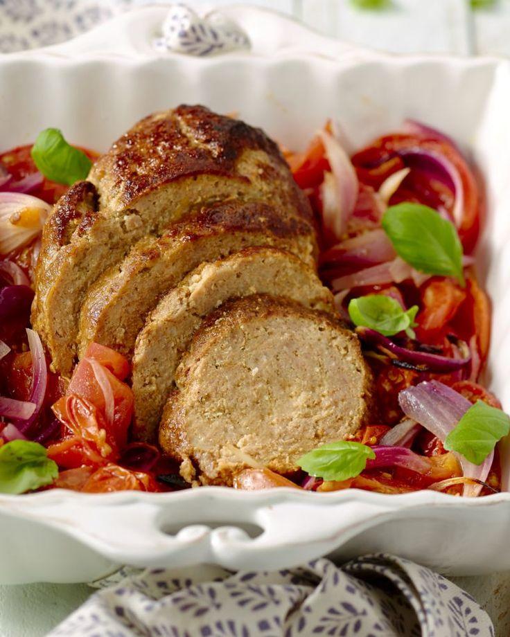 Geef je klassiek gehaktbrood meer smaak en pit met heerlijke kruiden, verrassend gepresenteerd op tomaatjes uit de oven. Klassiek met een twist!