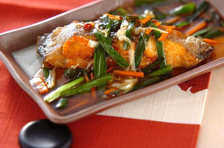 外はカリッと中はふんわりおいしいカレイに、ご飯によく合うあんをかけていただきます。カレイの唐揚げあんかけ[和食/揚げもの]2007.11.05公開のレシピです。