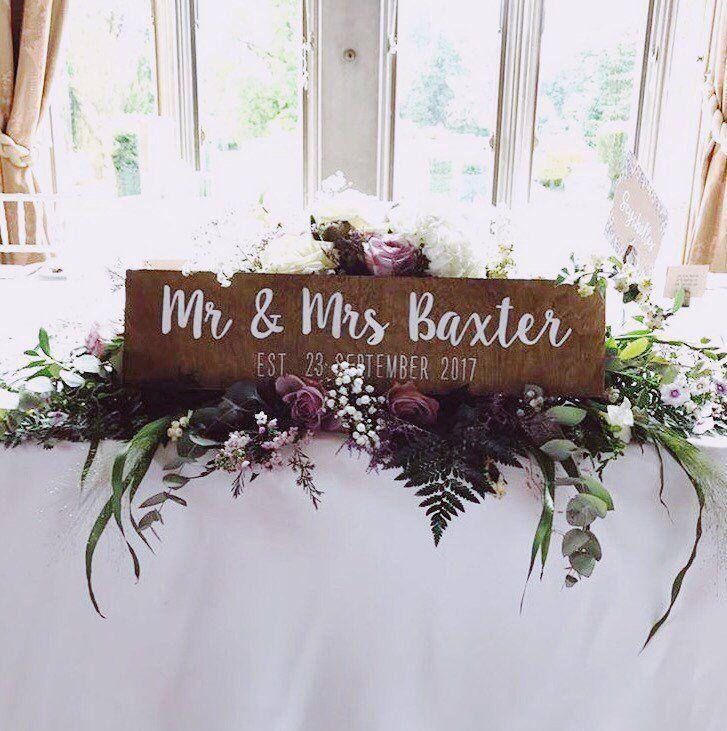 Herr und Frau, etablierte handbemalte hölzerne Hochzeit Zeichen, Top Tisch Zeichen   – Wedding signs
