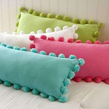 Ponponlu renkli dekoratif yastık modelleri