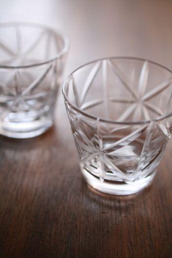 ロックグラス   切子細工のグラスはあるけれど…。 使い道に困るのが本音。  でも、辻和美の切子模様はそんな気持ちにさせない。 生活を共にするグラス。