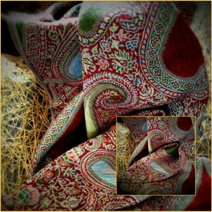 In Kasauli, the old bazaar and Tibetan market are the places where tourists can buy the typically Himachali, hand woven shawl.