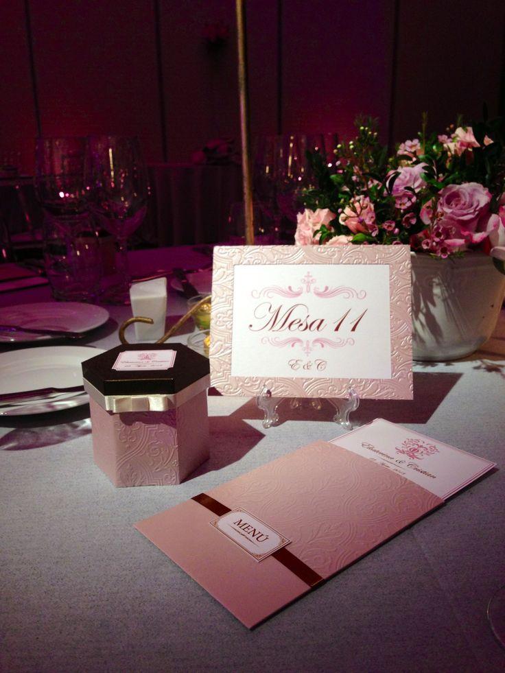 cajas de recuerdo, menús y números - Matrimonio Ekaterina y Cristian en hotel W