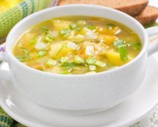 Soupe végétalienne aux légumes à l'ancienne