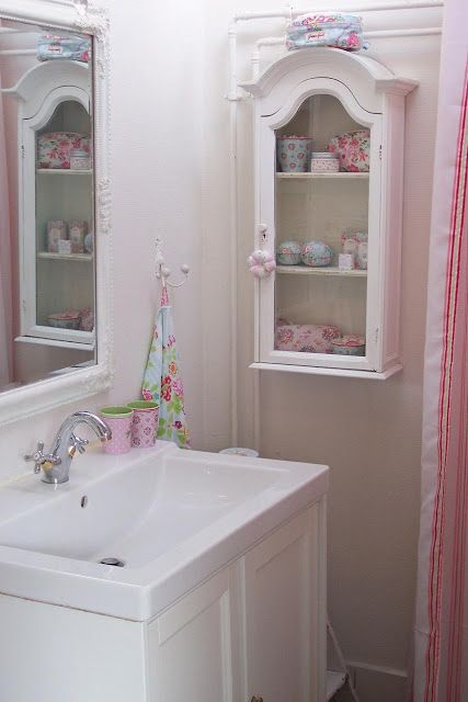 Lulufant: BATHROOM new...love this little medicine cabinet!