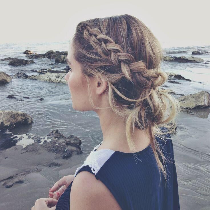 Braid and beach bun for summer 2014 pic.twitter.com/X3zIrtEfML