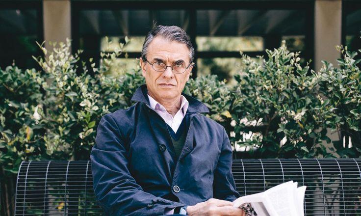 Ο ακάματος Χάρης Βλαβιανός διευθύνει το τετραμηνιαίο περιοδικό για την τέχνη της ποίησης, η «Ποιητική».