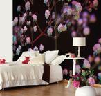 Romantische slaapkamer met fotobehang. Heb je liever een romantische slaapkamer? Behang dan de wand achter je bed met fotobehang met bloemen. Zo zie je de wand wel als je binnenkomt, maar is je uitzicht toch rustig als je zelf in bed ligt. Eijffinger