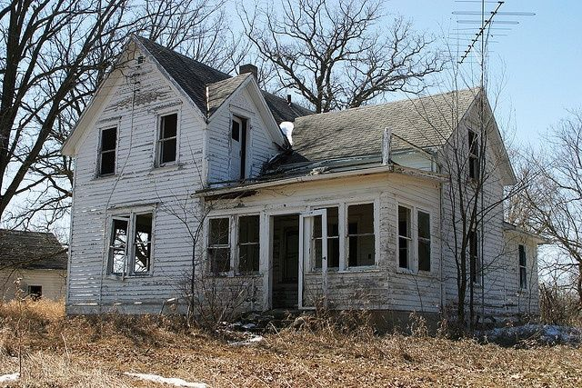 """Calculate cooling tonnage needed for an old farmhouse = 1 ton per 500sf (think """"farm-five"""") This is because old houses are drafty."""