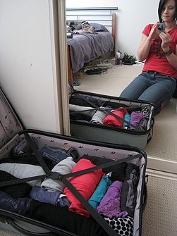 How to Pack a Suitcase for a 7 Day Holiday Abroad: 9 steps