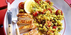 Gebakken kip en salade van quinoa, bereid zoals taboulé