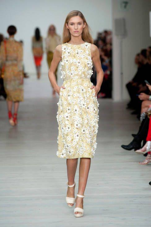 Matthew Williamson 3D daisies London Fashion Week SS14