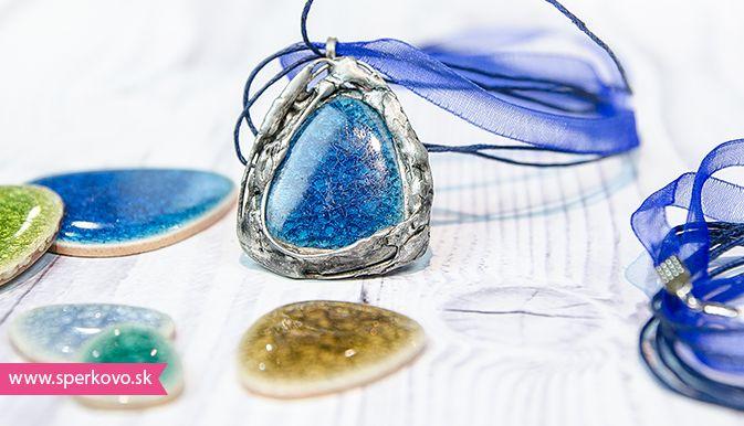 Cínované šperky návod. Pomocou cínu, skla a kameňov sa dajú vyrábať nádherné šperky. Ak vás láka odhaliť tajomstvo výroby cínovaných šperkov, neváhaj
