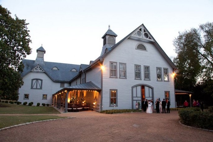We LOVE the Carriage House at Belle Meade Plantation. This is a great place to have a perfect southern event.