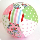 Ballon cover: Makes a ball out of your balloon, and fits in every handbag.