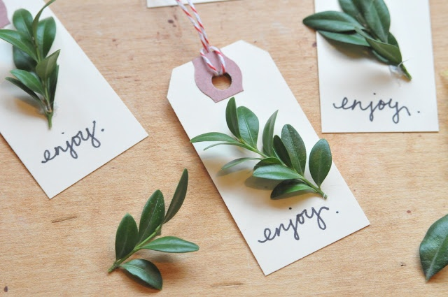 ...cute holiday hang tags.