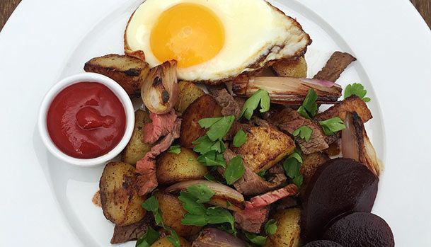 Danish hash made of onions, potatoes and cooked meat. The perfect way to use leftovers. Serve with a fried egg, pickled beetroot and tomato ketchup.