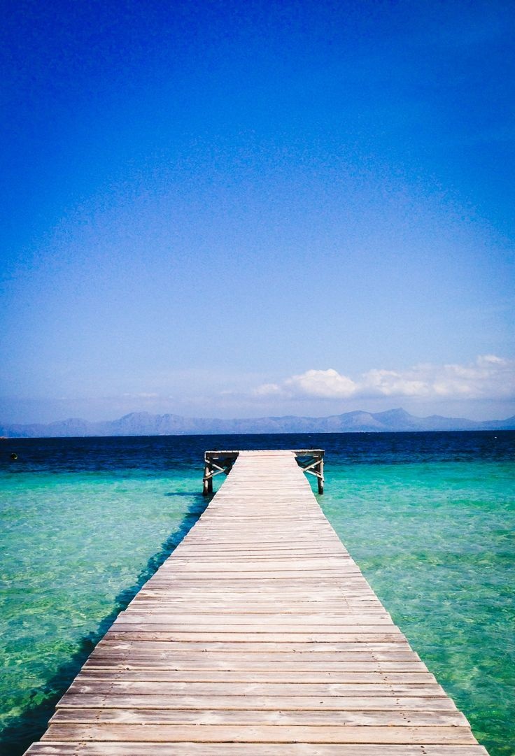 Alcudia bay.  | Mallorca | Eiland | Spanje | Blauw water | Vliegvakantie | #vakantie #ontspannen #reizen #vliegen #vliegvakantie