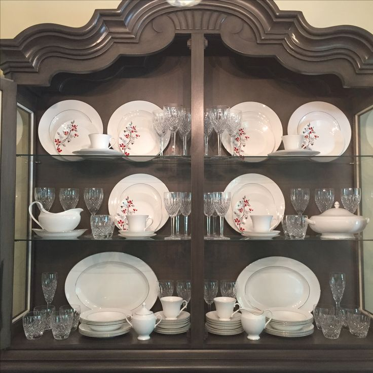 The 25 best china display ideas on pinterest plate for Arranging dishes in kitchen cabinets