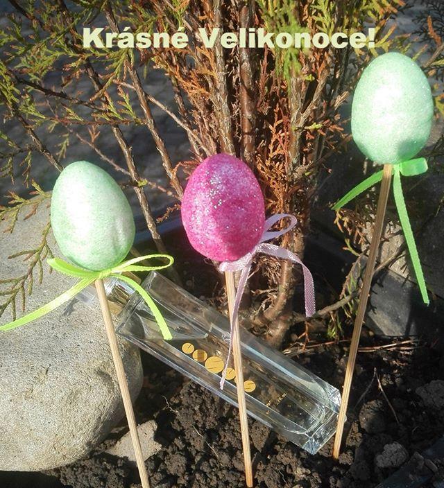 Přeji Vám všem krásné Velikonoce! Užijte si sváteční pohody. A chlapci na pomlásku s Essens parfémem. Žijeme Essens takže parfém sebou.:) #velikonoce #vejce #hodyhody #easter #easterdecor #barvenizezbytku #parfem #essensclub #pomlaska #essens #essensstyle #zivotnistyl #tradice #pohoda #vune #slaskou #svatky #tradice #essensostrava #milujito