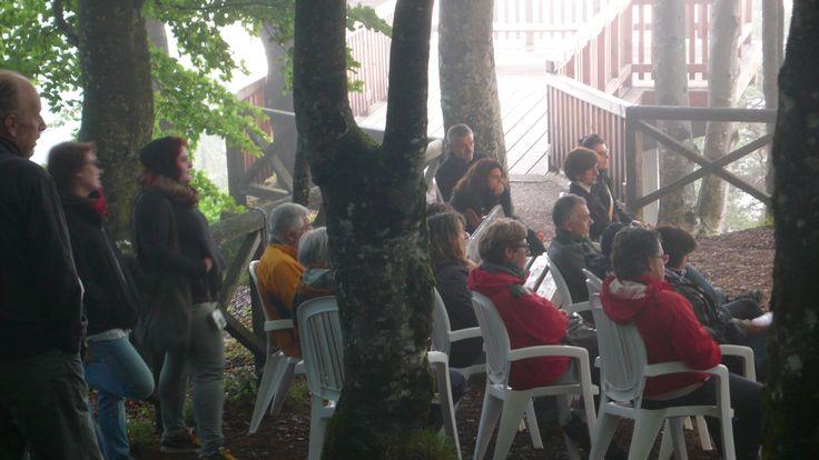 """Concerto all'alba con il Gruppo Caronte - Parco Roccolo di Pieve di Cadore - musiche dalla raccolta """"Scarafaggi e Regine"""" - il coraggioso pubblico che ha preso parte al Concerto"""