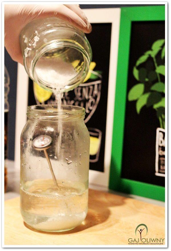 """Soapmaking - tworzenie ługu. Mydło wytwarzane metodą """"na zimno"""". www.gaj-oliwny.pl"""