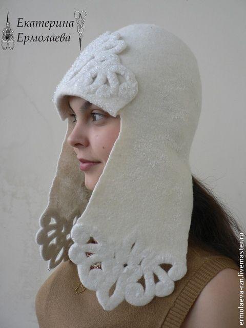 О чем мечтает каждая женщина? Выглядеть как королева всегда и везде! Хочется оставаться красивой и стильной не только во время торжественных выходов 'в свет', но и во время прогулки с ребенком или похода в магазин. А ведь достичь желаемого не так уж трудно, достаточно просто подобрать интересный головной убор.Можно свалять себе такую стильную шапку-ушанку. Итак, за дело!