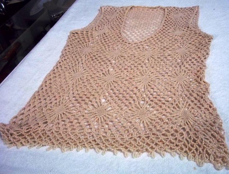 Blusa em Crochê confeccionada em linha Cléa bege com pérolas . Tamanho médio (42/44)
