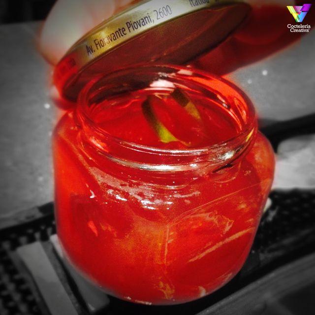 Red Passion, ponche de Matías Caló con Cointreau, frutos rojos y vodka infusionado en vainilla. http://cocteleriacreativa.com/esp/recipes/detail/575/Red_Passion
