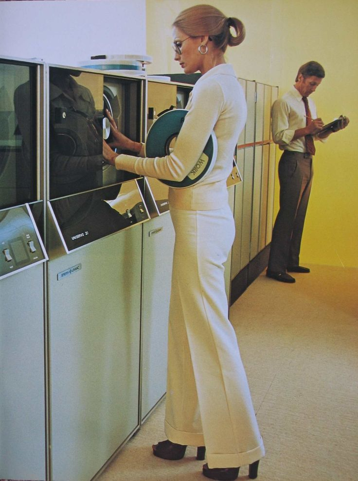 Changing a tape in a Sperry-Univac Uniservo tape drive ... back in the days when we still dressed appropriately for business!